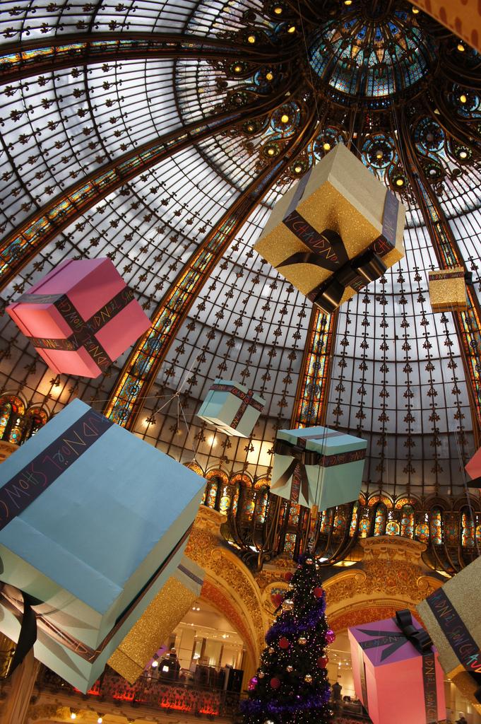 Sapin de Noël aux Galeries Lafayette par Ghislain Sillaume