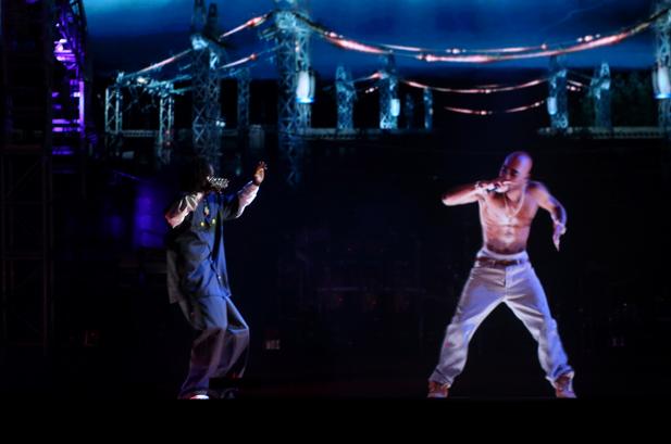 Snoop Dogg Hologram Tupac