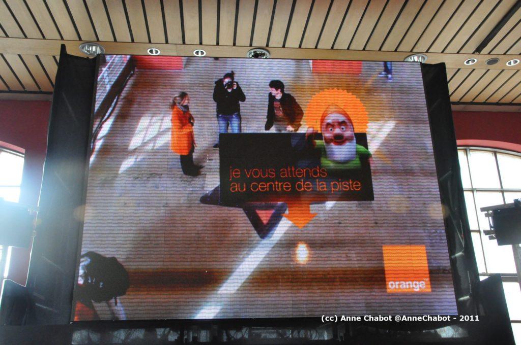 Opération de réalité augmentée Orange à Auber et Gare du Nord pour le Noël 2011